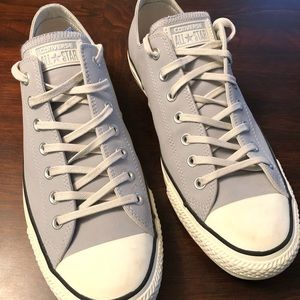 Converse low tops M-11 W-13